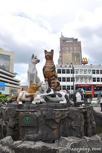 kuching_statue1.jpg